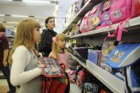 В магазинах представлены портфели, сумки, рюкзаки и ранцы различных расцветок.