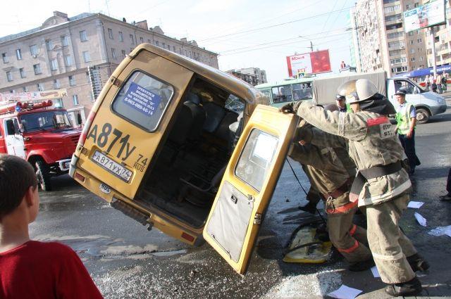 ДТП с участием маршруток пока еще не редкость, а причиной может стать все что угодно - от нарушения ПДД до усталости водителя автобуса.