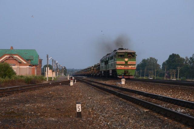 В Коротчаево пассажир поезда оказался на рельсах