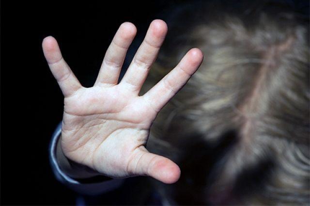 Женщина вЛенобласти сообщила, что ееотец два года насиловал внучку