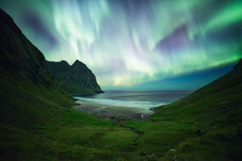 Николас Александр Отто (Германия). Северное сияние над Лофотенскими островами в Норвегии.