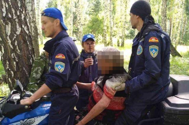 Женщину эвакуировали на квадроцикле.