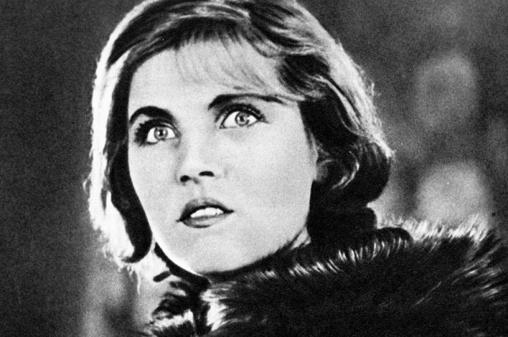 Актриса Тамара Макарова в роли Жени Охрименко в художественном фильме «Семеро смелых». 1936 год.