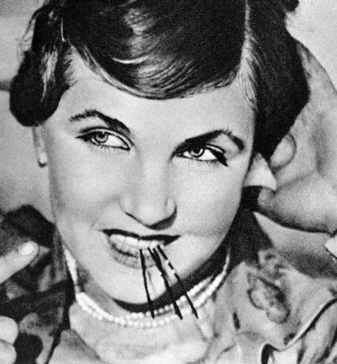 Кадр из фильма «Учитель». В роли Аграфены Шумилиной — Тамара Макарова. 1939 год.