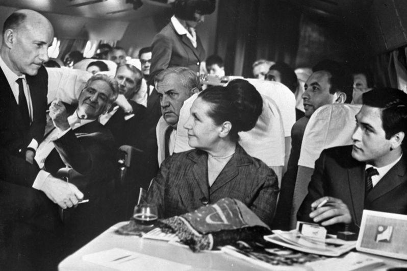 Актёр Юрий Васильев (справа), актриса Тамара Макарова (в центре) и Сергей Герасимов (слева) в художественном кинофильме «Журналист». 1966 год.