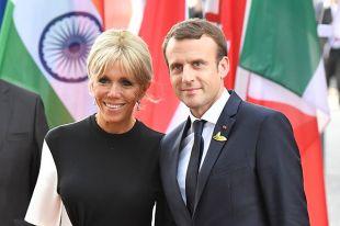 Президент Франции Эммануэль Макрон не без; супругой Брижит.