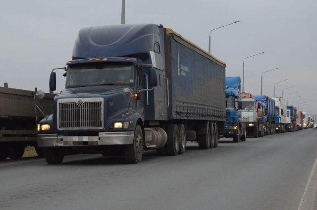 Грузовикам запретили ехать через мост навъезде вКраснодар
