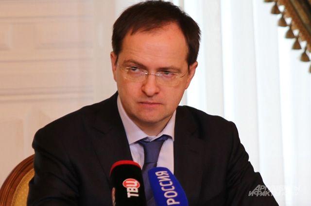 Владимир Мединский предложил Карелии участвовать впрограмме реконструкции сельских клубов
