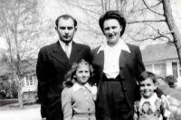 Семья Мукасеев в послевоенные годы.