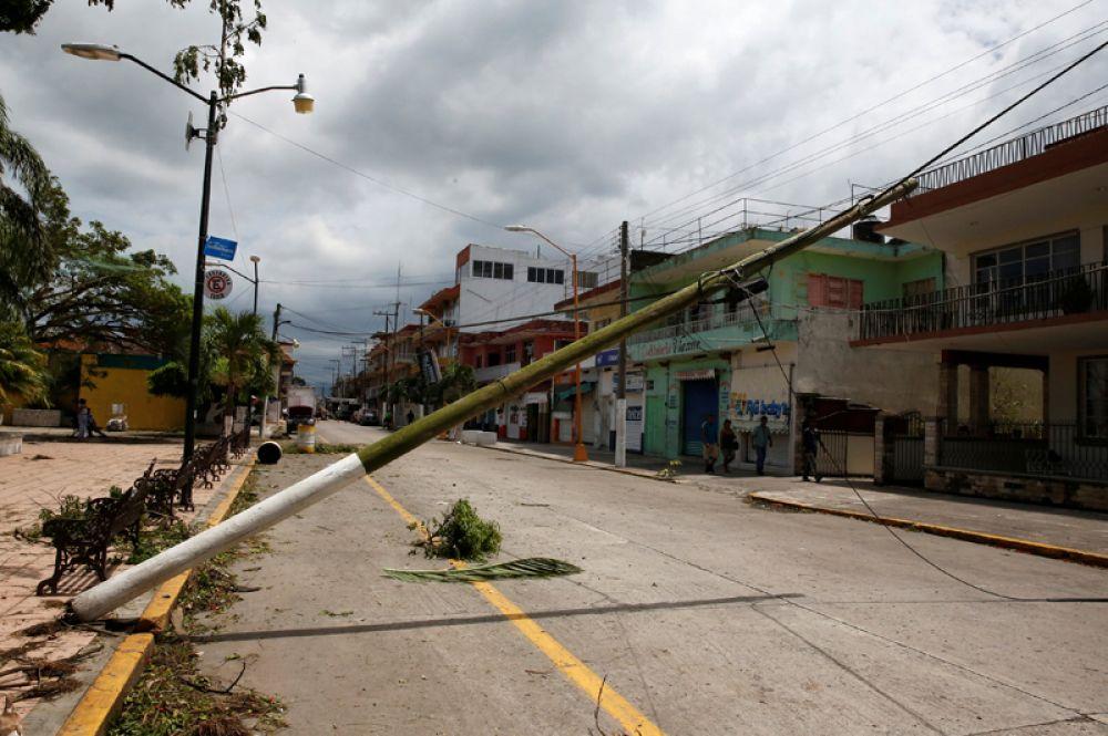 Повреждённые линии электропередач в Сан-Рафаэле.