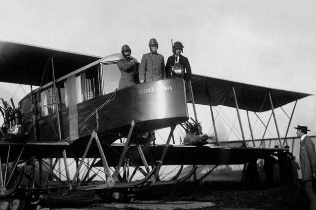 Авиаторы Сикорский, Геннер и Каульбарс на борту самолета «Русский витязь», 1913 год.