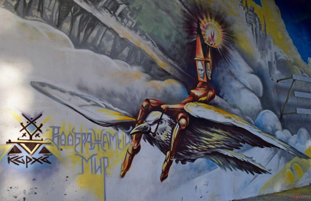 Так оформлял стены Зеленого театра в парке художник Игорь Карха из Ставрополя