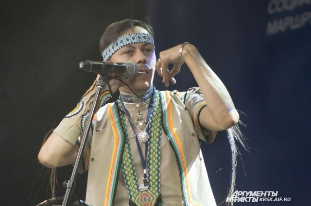 Игра на варгане, народном инструменте народов мира.