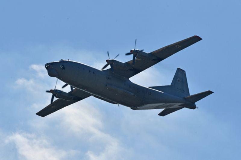 Военно-транспортный самолёт Ан-12.