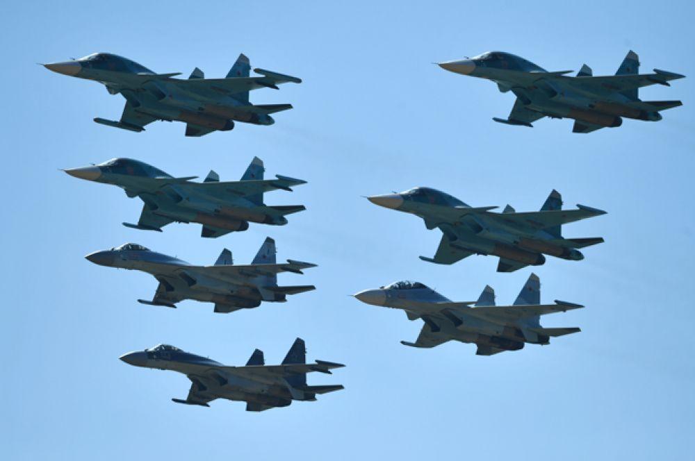 Cтрой «Тактическое крыло» изистребителей Су-30, Су-35 ибомбардировщиков Су-34.