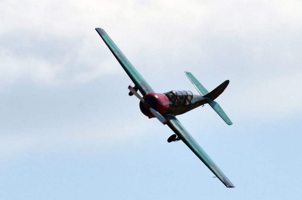 Самолет Як-52.