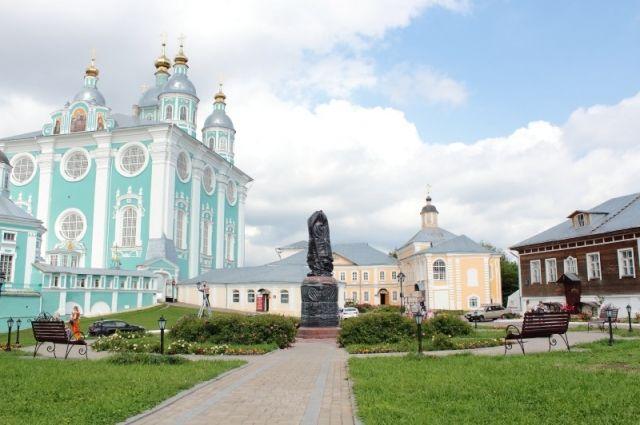 ВСмоленске вСоборном дворе установили монумент Владимиру Мономаху