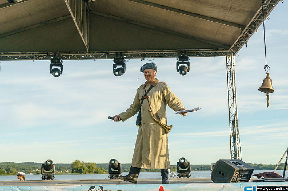 Фестиваль открывал егерь Кузьмич