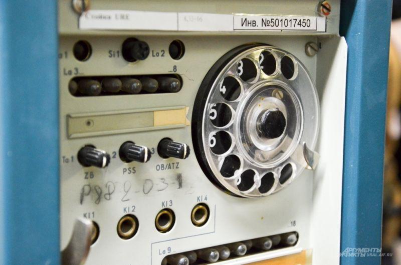 Здесь обрабатывается порядка 3 000 каналов различной частоты. Оборудование и новое, и старое, которое было задействовано в советские годы.