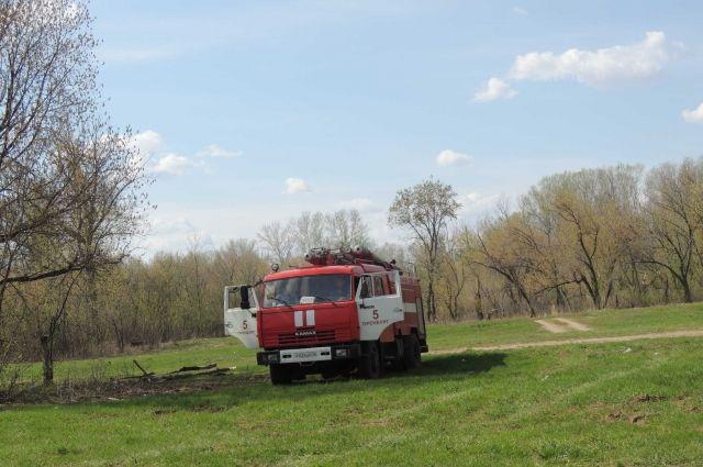 Лесной пожар произошел рядом с участком, принадлежащим фермеру
