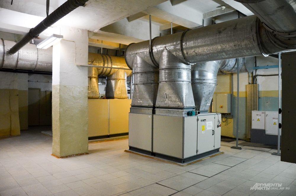 Все помещения автоматически контролируются по температуре и по влажности.