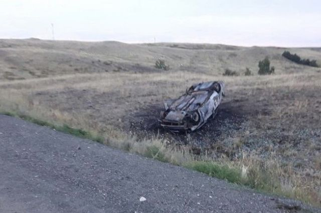 В Кувандыкском округе угонщик «ВАЗа» слетел в кювет, автомобиль сгорел.