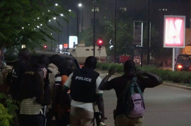 07:27 14/08/2017  0 0  При нападении боевиков на ресторан в Буркина Фасо погибли 17 человек – СМИИнцидент произошел в центре Уаг