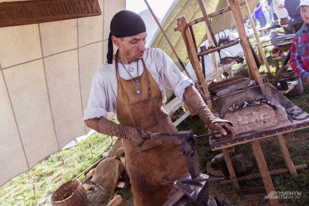 Гости фестиваля могли поучаствовать в мастер-классах по средневековым танцам и музыке, гончарным, швейным ремёслам.