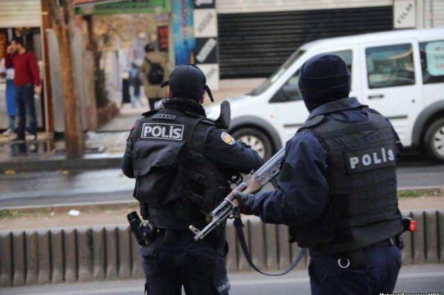 Боевик зарезал полицейского вСтамбуле