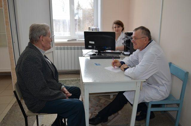 Прием специалистами будет организован в трех поликлиниках.