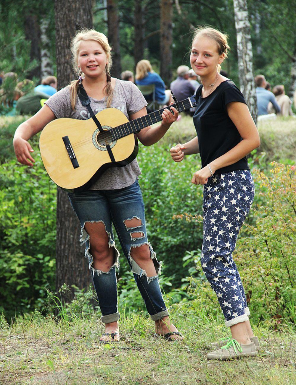 Где песни, там и танцы...