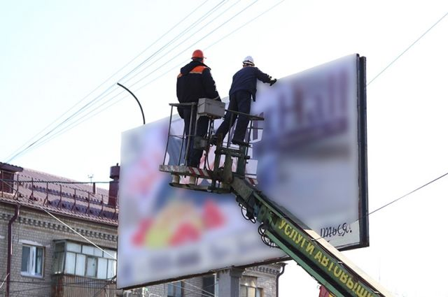 В Тюмени запретили «похабную» рекламу магазина сантехники