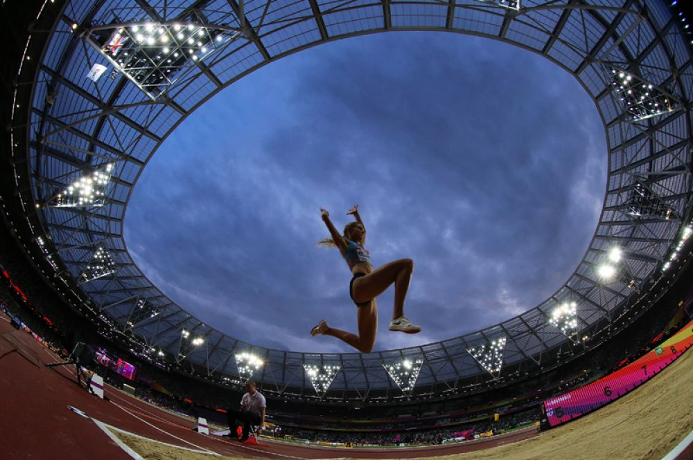 Это также ее лучший результат в сезоне и первая медаль на крупных международных соревнованиях.