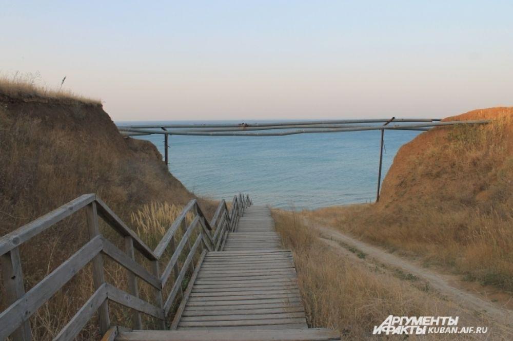 «Атамань» расположена на берегу Азовского моря.