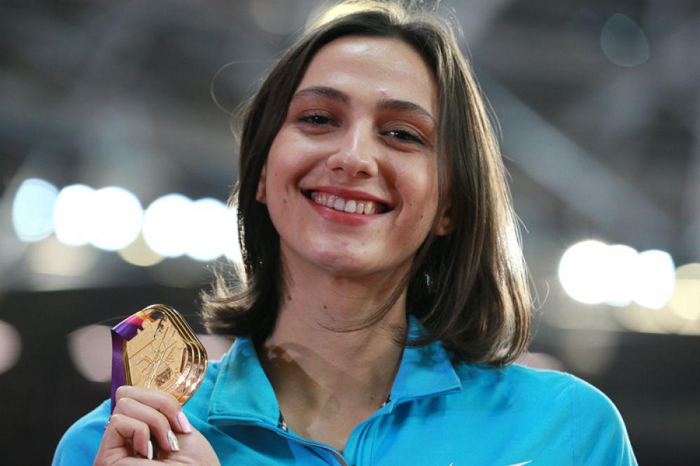 24-летняя россиянка стала первой в истории спортсменкой, победившей на чемпионате мира по легкой атлетике под нейтральным флагом.