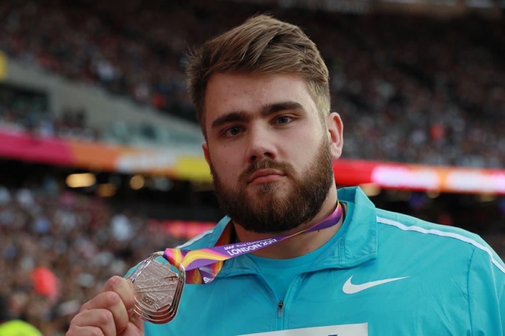 Он занял второе место в метании молота среди мужчин.