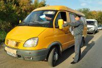 Мужчина бесплатно возит нуждающихся сельчан до Омска.