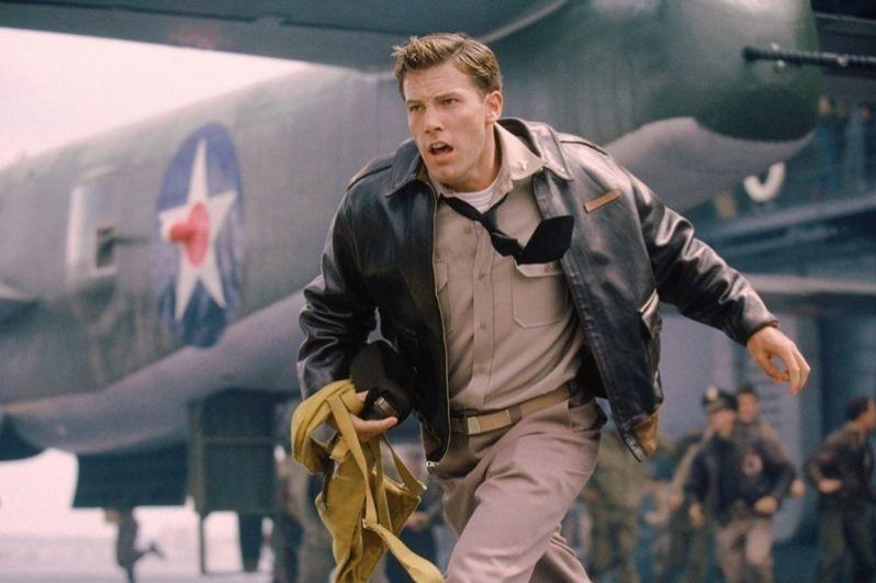 После выхода на экраны блокбастера «Пёрл-Харбор» (2001), где Аффлек сыграл лейтенанта (позже капитана) Рэйф Маккоули, армия поклонников актёра увеличилась в несколько раз.