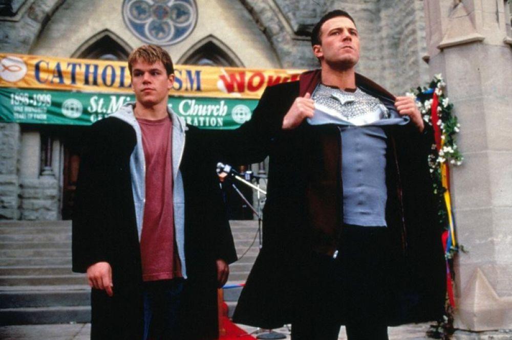 В 1999 году в прокат выходит очередная совместная работа Аффлека и Мэтта Дэймон «Догма» (1999).