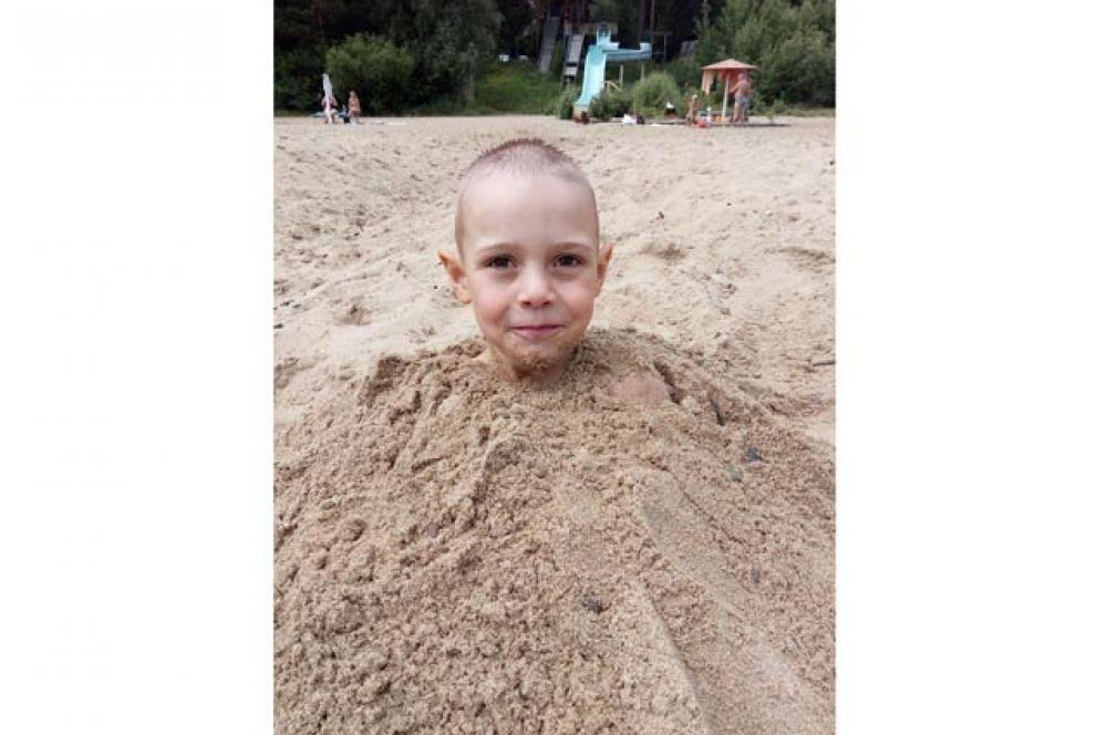 Максим Баранов. Максим очень любит воду, поэтому пляж для него лучшее место для отдыха.