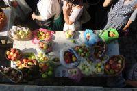В Яблочный Спас верующие спешат в храм, чтобы освятить фрукты.