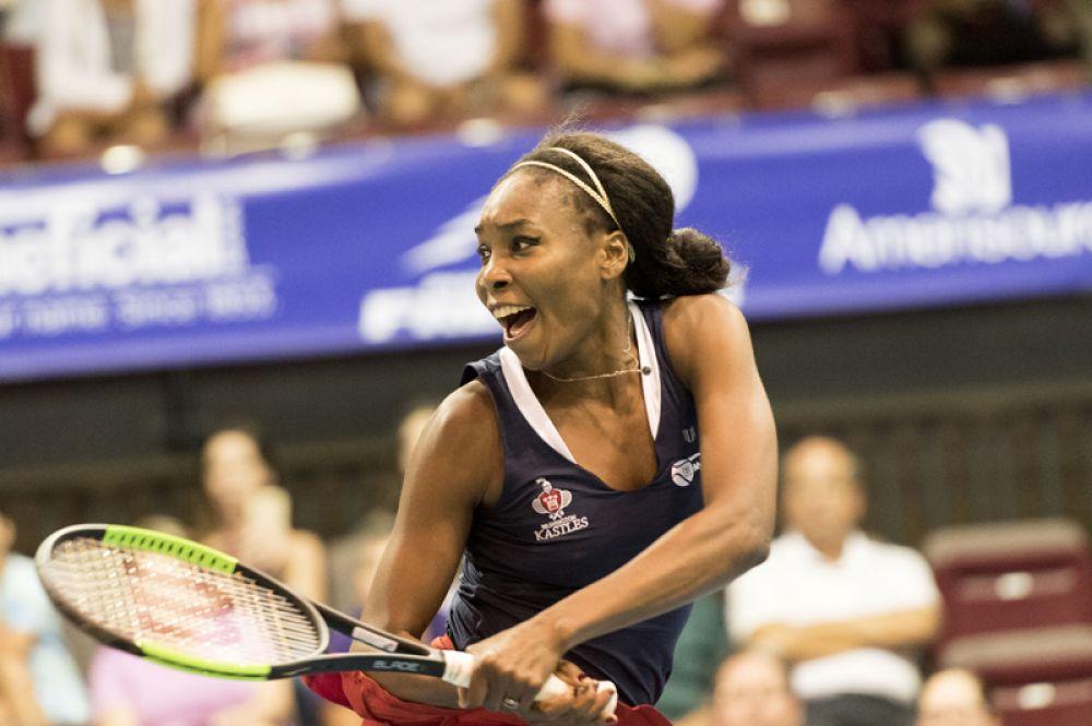 На пятом месте — старшая сестра Серены Уильямс, теннисистка Винус Уильямс, которая заработала 10,5 миллионов долларов.