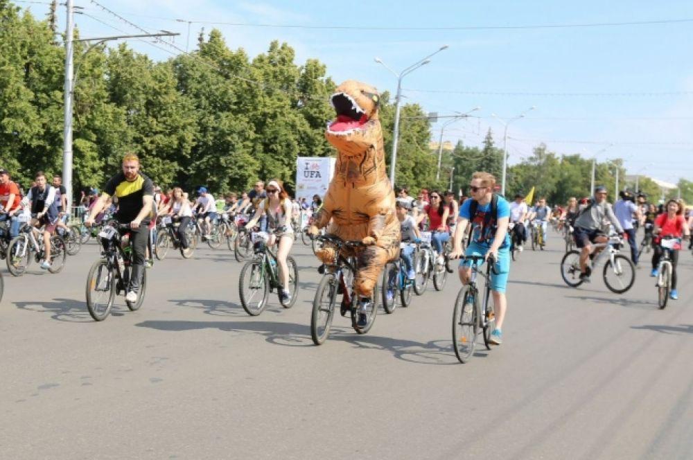 Одна из номинаций велопарада - необычные костюмы.