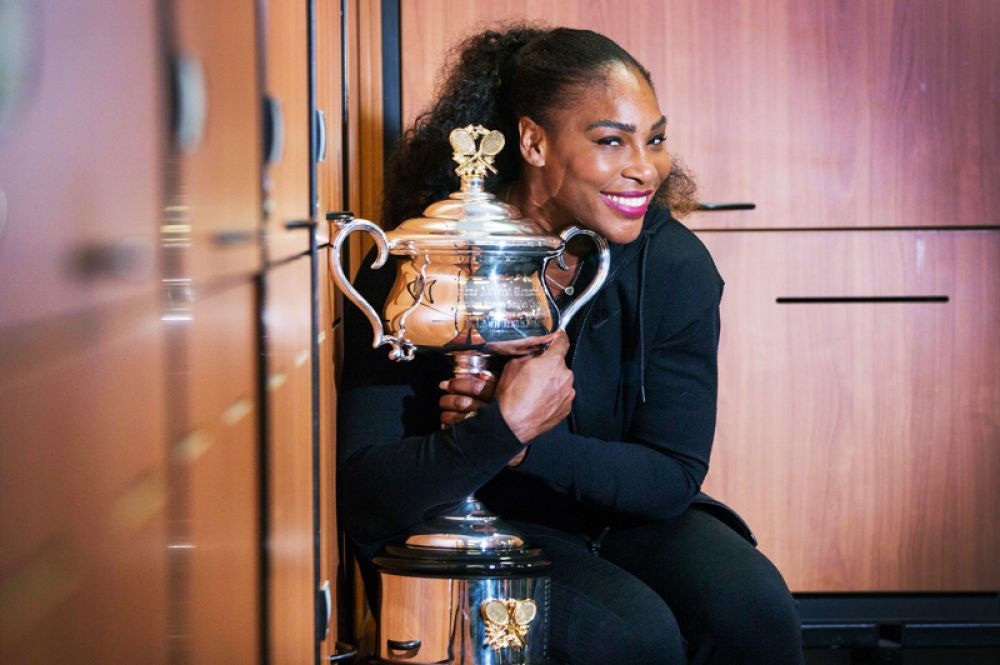 Второй год подряд рейтинг возглавляет теннисистка Серена Уильямс, которой удалось заработать, 27 миллионов долларов.