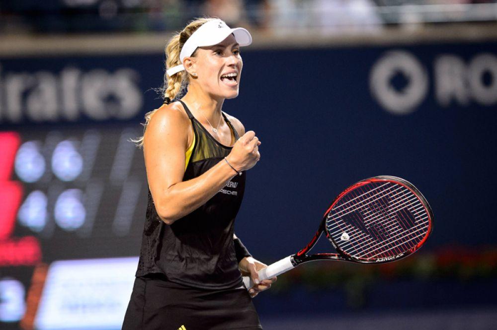 На втором месте — теннисистка Анжелика Кербер, которая выступает за Германию. Её доход в минувшем году составил 12,6 миллионов долларов.