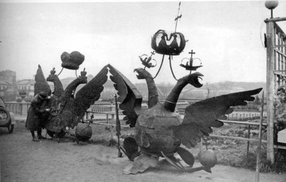 Снятые Никольский и Боровицкий орлы в ЦПКиО имени Горького, 23 октября 1935 года.