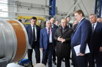 Президент Владимир Путин с врио губернатора Дмитрием Мироновым на ПАО «НПО «Сатурн».