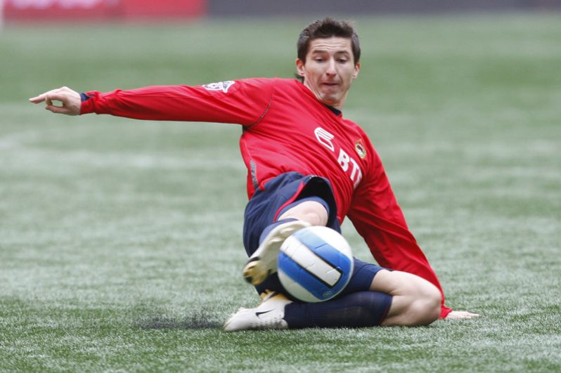 Евгений Алдонин (2006–2007 годы). Был капитаном 4 игры.