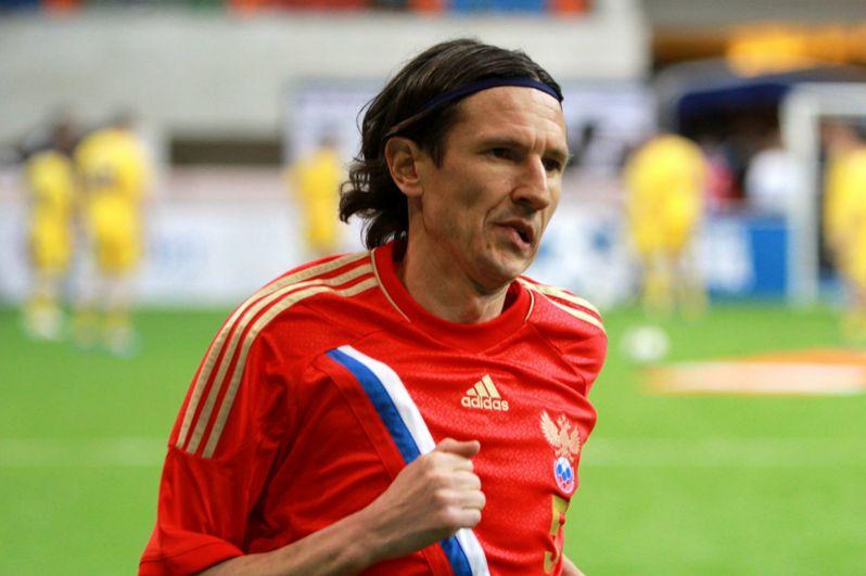 Алексей Смертин (2002–2003 и 2004–2006 годы). На его счету 19 игр в качестве капитана.
