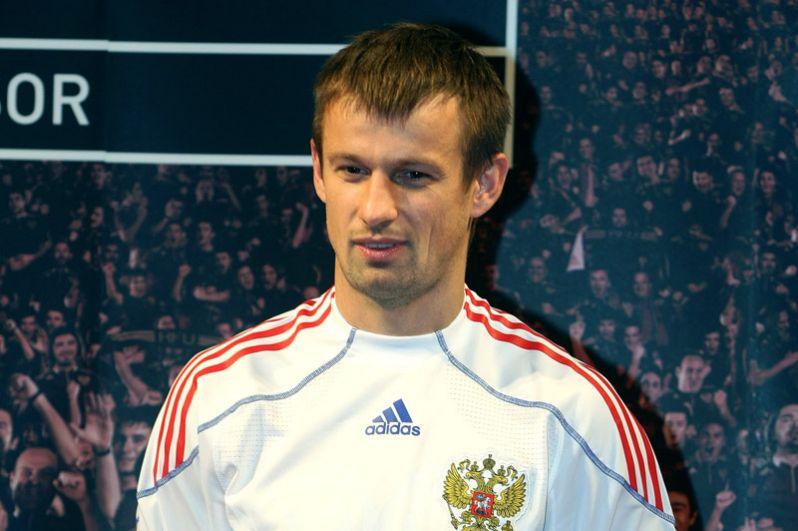 Сергей Семак (2008–2009 годы). Сыграл 17 матчей в качестве капитана сборной России.
